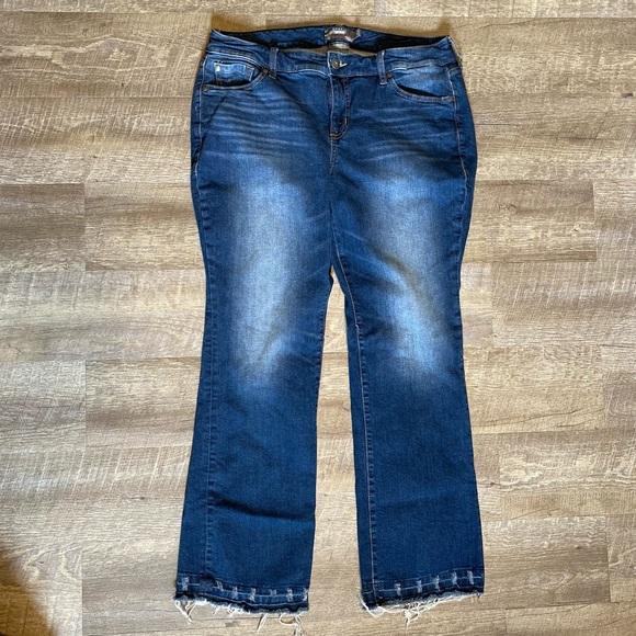 Torrid Mid Rise Slim Bootcut Ankle Jeans 14 Short